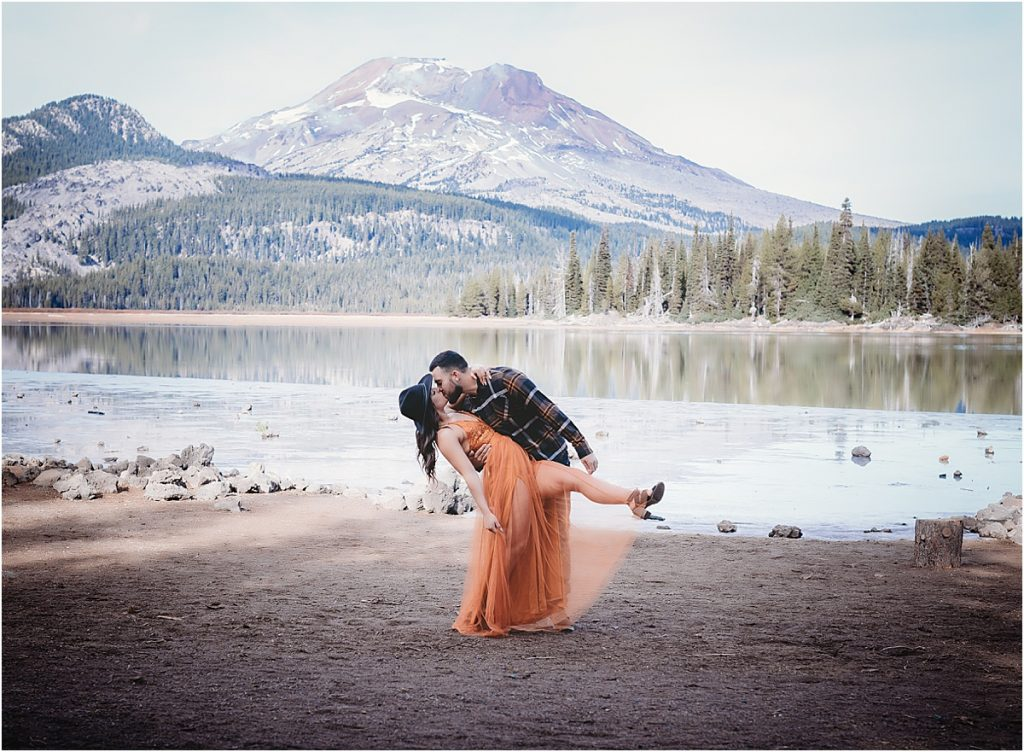 Sparks Lake engagement photo