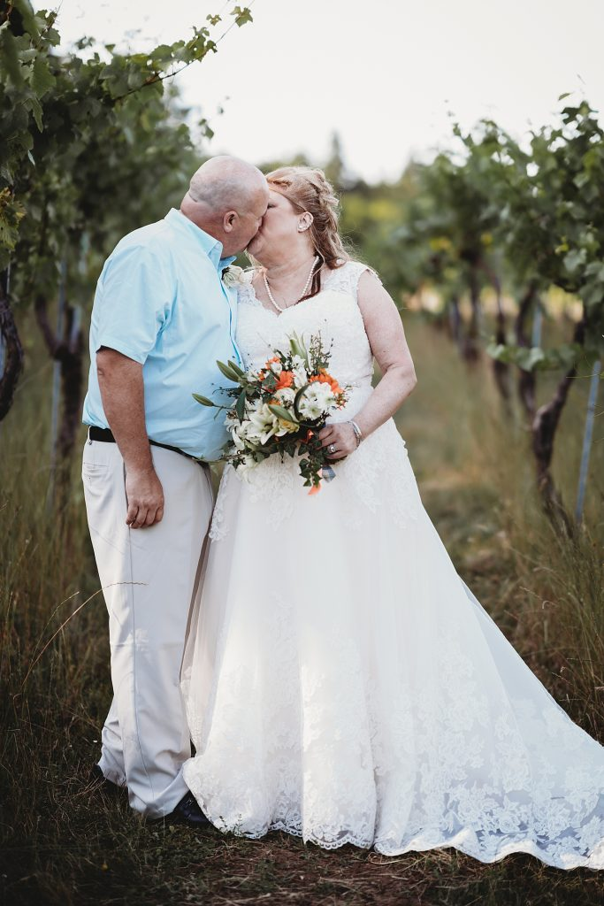 BeckenRidge Vineyard intimate wedding